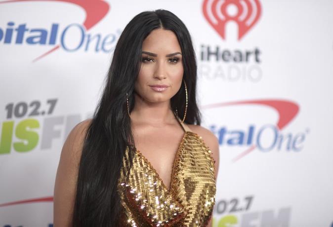 Demi Lovato cancela gira latina para concentrarse en la rehabilitación
