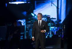 """Luis Miguel: en un vaivén de emociones y en un """"México por siempre"""" sin mariachi"""