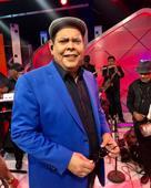 Fernando Villalona acata ordenanza de no cantar en acto de Leonel Fernández