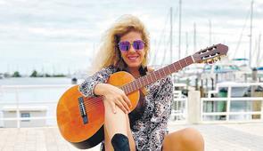 Catalina Pineda: Concluirá disco en el país y hará concierto en CT